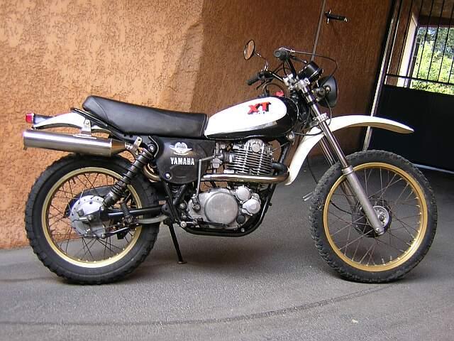 Yamaha xT500 1976 noir 84 soufflets